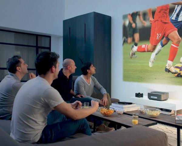 Philips Screeneo, le projecteur home cinéma multi-usages de Sagemcom