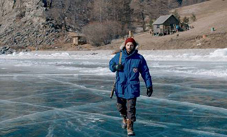Dans les forêts de Sibérie de Safy Nebbou avec Raphaël Personnaz