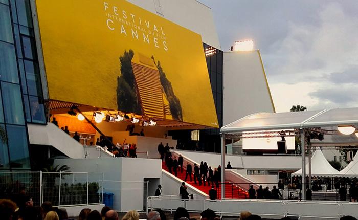 Instantané de Cannes : Avant et pendant la Cérémonie d'Ouverture