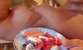 Le Macho Yakiniku et le Macho Bus Tour pour les amatrices de gros muscles